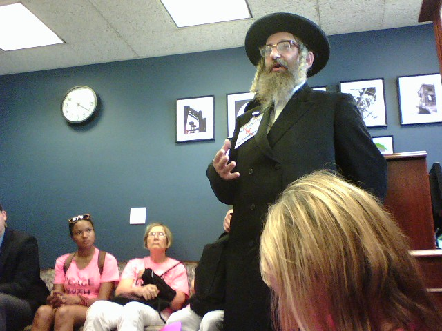 Rabbi Wright speaking in Senator Schumer's office, photo by Wendy Dwyer