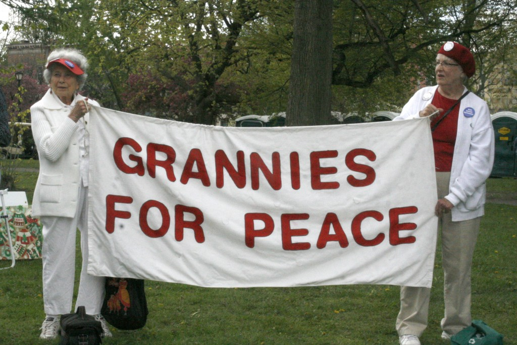 Bertha and Dot with Grannies for Peace banner, photo by Mabel Leon