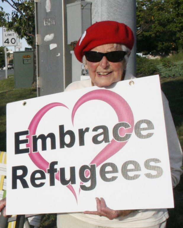 1 Pat with Embrace Refugees sign, September 21, 2016, photo by Mabel Leon
