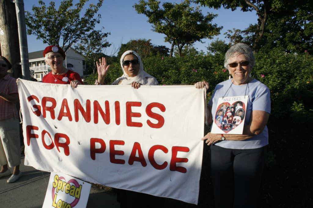 12 Grannies for Peace banner with Dot, Mussarat, and Anita, photo by Mabel Leon